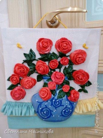 Почему так сладко пахнут розы, Принося сумятицу в сердца?  Аромат цветов рождает грезы,  Душу будоражит без конца. фото 1