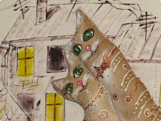 И снова - здравствуйте! Представляю на Ваш суд очередную картину с ароматными котами.  Делалась сия поделка на годовщину свадьбы одним хорошим людям. Фон - картон обтянутый тканью, рисовала акриловыми красками, рамочка тоже выполнена из ткани и пропитана кофейной смесью. Не буду описывать подробности изготовления, дабы не занимать Ваше время повторами, если кому интересно, их можно посмотреть здесь http://stranamasterov.ru/node/996571 фото 2
