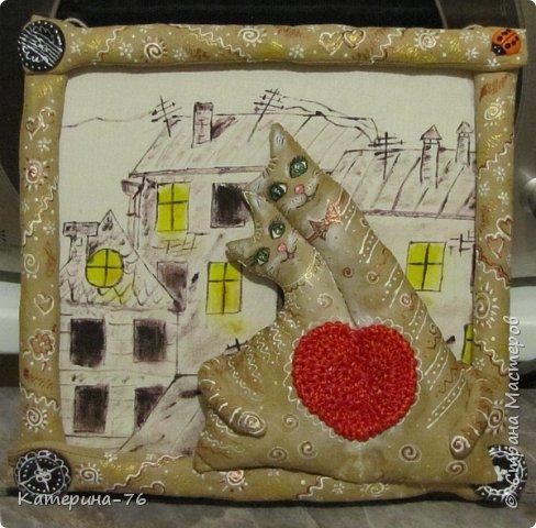 И снова - здравствуйте! Представляю на Ваш суд очередную картину с ароматными котами.  Делалась сия поделка на годовщину свадьбы одним хорошим людям. Фон - картон обтянутый тканью, рисовала акриловыми красками, рамочка тоже выполнена из ткани и пропитана кофейной смесью. Не буду описывать подробности изготовления, дабы не занимать Ваше время повторами, если кому интересно, их можно посмотреть здесь http://stranamasterov.ru/node/996571 фото 6