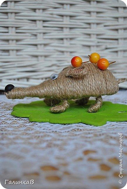"""Добрый день, дорогие жители Страны! Сегодня у меня дебют! Сделала первые игрушки из джута. До этого использовала джут только для декора новогодних подарков. А вдохновили и сподвигли меня на такой """"подвиг"""" работы Оли (Nola29) - http://stranamasterov.ru/user/332712. Вот собственно что у меня получилось! фото 9"""