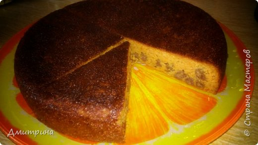 Здравствуйте. Спешу поделиться рецептом вкуснейшего морковного пирога без муки, без добавления сахара. Низкокалорийный. Требуется: 2 банана 3 яйца 3-4 морковки Стакан кефира 0,5 ч.л соды 3-4 ст.л. меда 1,5 стакана манной крупы или овсяных хлопьев(я смешивала манку с ржаными отрубями) Приступим. Смешиваем соду с кефиром, даем постоять 20 мин. Пирог от этого станет пышнее. Морковь на мелкой терке. Отдельно взбиваем яйца с медом, добавляем туда перемолотый банан, морковь, и смешиваем с кефиром. Далее добавляем сухую смесь, перемешиваем и в мультиварку на режим Выпечка на час.  Получается нежный пирог, под сметанкой очень вкусно. Приятного аппетита. фото 2