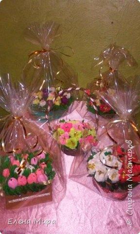 Корзина с подарками (внутри подарков халва(разных видов),шоколад и 2 коробочки заполненные конфетами). Подарок командиру на Новый год. Он у нас очень любит халву. фото 7