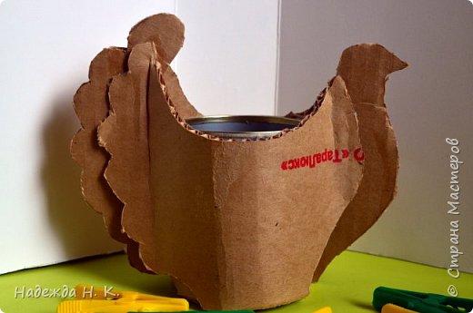 """Здравствуйте, доброго времени суток! Сегодня я предлагаю вам посмотреть, как можно сделать к Пасхе вот такую нехитрую поделку в технике папье-маше. Небольшая """"серебряная"""" вазочка в виде курочки  будет неплохим подарком для ваших друзей и близких. фото 14"""