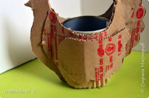 """Здравствуйте, доброго времени суток! Сегодня я предлагаю вам посмотреть, как можно сделать к Пасхе вот такую нехитрую поделку в технике папье-маше. Небольшая """"серебряная"""" вазочка в виде курочки  будет неплохим подарком для ваших друзей и близких. фото 15"""