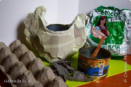 """Здравствуйте, доброго времени суток! Сегодня я предлагаю вам посмотреть, как можно сделать к Пасхе вот такую нехитрую поделку в технике папье-маше. Небольшая """"серебряная"""" вазочка в виде курочки  будет неплохим подарком для ваших друзей и близких. фото 23"""