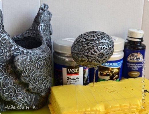 """Здравствуйте, доброго времени суток! Сегодня я предлагаю вам посмотреть, как можно сделать к Пасхе вот такую нехитрую поделку в технике папье-маше. Небольшая """"серебряная"""" вазочка в виде курочки  будет неплохим подарком для ваших друзей и близких. фото 39"""