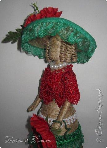 Всем привет! Неделю назад в нашем Центре национальных культур открылась выставка кукол. Конечно, я не могла отказаться от участия, но так как свою коллекцию кукол хоть и в другом месте, но уже показывала, решила в срочном порядке её пополнить и за три дня до открытия выставки сделала двух кукол. Одну из них и представляю сейчас вашему вниманию, вторую покажу чуть попозже) фото 6