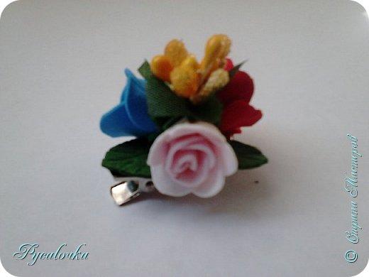 Добрый день, жители СМ! Сегодня мне хочется показать Вам свои работы из фоамирана. Это заколка с весенними цветами. фото 4