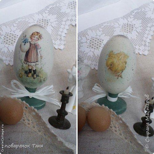 """Здравствуйте. Я опять с яйцами)))) Все просто - грунт, краска, мотив, набрызг, лак матовый или глянцевый. В этот раз использовала вживление распечатки """"мордой-в-лак"""". Конечно, результат намного лучше, чем с рисовой бумагой.  Ну или мне так кажется)))  Бантик из рафии.  Яйца довольно большие, примерно 12-14 см высотой.  фото 3"""