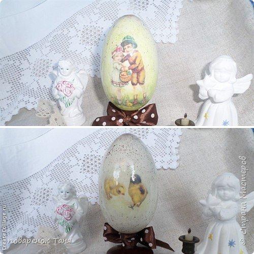 """Здравствуйте. Я опять с яйцами)))) Все просто - грунт, краска, мотив, набрызг, лак матовый или глянцевый. В этот раз использовала вживление распечатки """"мордой-в-лак"""". Конечно, результат намного лучше, чем с рисовой бумагой.  Ну или мне так кажется)))  Бантик из рафии.  Яйца довольно большие, примерно 12-14 см высотой.  фото 5"""