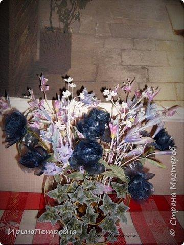 Цветы из органзы, пропитанной желатином, вьюнок из атласа, тонирован краской.