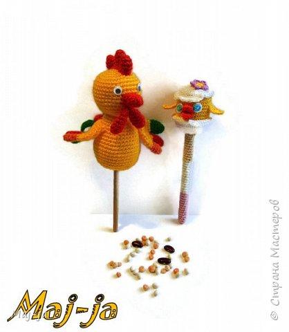 Вязаный петушок на палочке и цыпленок -погремушка- готовые герои кукольного театра!