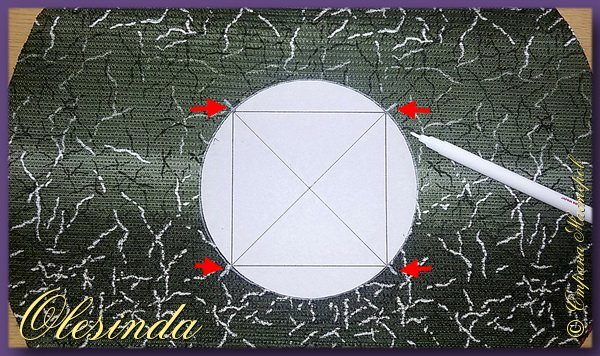 Здравствуйте!  Продолжаю тему по созданию блока в технике «Кафедральные окна». Этот подвид данной техники, о котором далее пойдет речь, также имеет несколько своих названий, таких как «Круговая лоскутная», «Искусственные Кафедральные окна», «Макет Кафедральных окон» и «Ленивые Кафедральные окна». Основывается она на сшивании между собой лоскутных кругов, а не квадратов.  В этом мастер-классе я покажу вам 3 способа создания такого блока.  (Все приведенные ниже приемы придуманы не мной, я лишь собрала их для вас в одном посте.) фото 34