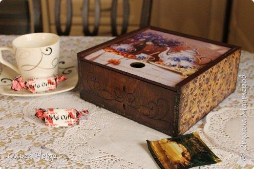 Доброго дня мастера и волшебники! Сделался домик для чайных пакетиков. Признаться честно, не люблю я чай из пакетиков, но ведь бывает и пакетированный чай пью. А как оказывается приятно, когда у него есть красивое жилище, уютное и домашнее. Не люблю я все эти коробки штатные. Вот что получилось: фото 10