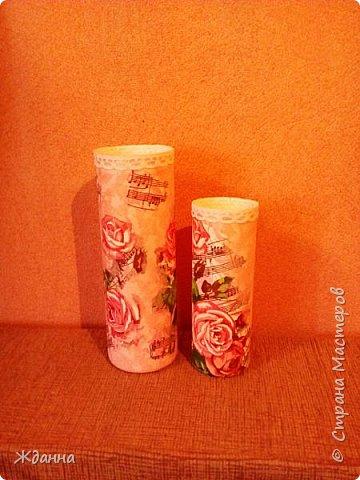 Показываю вам своё весеннее настроение! )))))  Обрезанные баночки из-под шампуня. Беленькие, гладенькие... Захотелось на них потренироваться в декупаже и декопатче.  Розовый фон - это кусочки  однотоннных розовых салфеток, наклеенные внахлест. фото 1