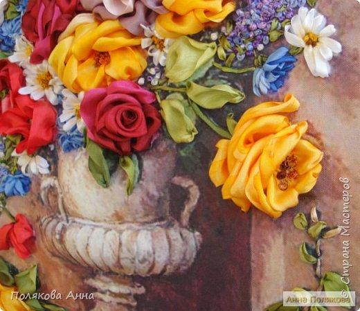 Цветы - роскошный дар Природы! Душа завяла бы без них! Нас радует надменный пурпур Розы. Нас радует неяркий цвет Иных. Иных, что, не взывая властью, Не потрясая внешней красотой, Полны очарованья и отрадно, Нас покоряют простотой. Они душевной прелестью полны и Красой незримой. И наше мнение едино, цветок Прекрасный - это Жизнь! Нонна Журавлёва -Гросс фото 6