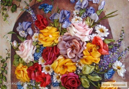 Цветы - роскошный дар Природы! Душа завяла бы без них! Нас радует надменный пурпур Розы. Нас радует неяркий цвет Иных. Иных, что, не взывая властью, Не потрясая внешней красотой, Полны очарованья и отрадно, Нас покоряют простотой. Они душевной прелестью полны и Красой незримой. И наше мнение едино, цветок Прекрасный - это Жизнь! Нонна Журавлёва -Гросс фото 2