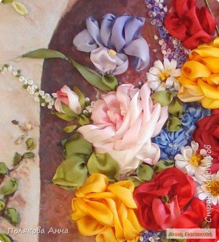 Цветы - роскошный дар Природы! Душа завяла бы без них! Нас радует надменный пурпур Розы. Нас радует неяркий цвет Иных. Иных, что, не взывая властью, Не потрясая внешней красотой, Полны очарованья и отрадно, Нас покоряют простотой. Они душевной прелестью полны и Красой незримой. И наше мнение едино, цветок Прекрасный - это Жизнь! Нонна Журавлёва -Гросс фото 3