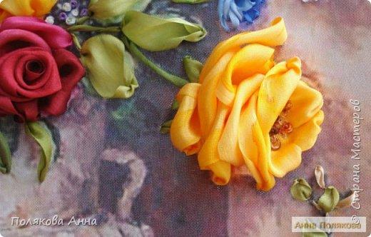Цветы - роскошный дар Природы! Душа завяла бы без них! Нас радует надменный пурпур Розы. Нас радует неяркий цвет Иных. Иных, что, не взывая властью, Не потрясая внешней красотой, Полны очарованья и отрадно, Нас покоряют простотой. Они душевной прелестью полны и Красой незримой. И наше мнение едино, цветок Прекрасный - это Жизнь! Нонна Журавлёва -Гросс фото 7
