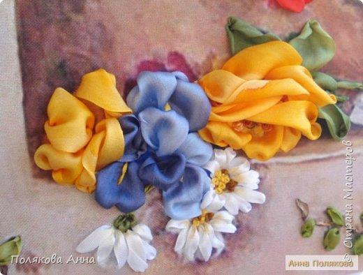 Цветы - роскошный дар Природы! Душа завяла бы без них! Нас радует надменный пурпур Розы. Нас радует неяркий цвет Иных. Иных, что, не взывая властью, Не потрясая внешней красотой, Полны очарованья и отрадно, Нас покоряют простотой. Они душевной прелестью полны и Красой незримой. И наше мнение едино, цветок Прекрасный - это Жизнь! Нонна Журавлёва -Гросс фото 9