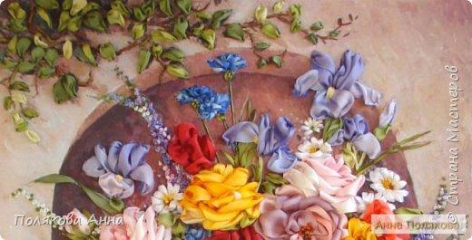 Цветы - роскошный дар Природы! Душа завяла бы без них! Нас радует надменный пурпур Розы. Нас радует неяркий цвет Иных. Иных, что, не взывая властью, Не потрясая внешней красотой, Полны очарованья и отрадно, Нас покоряют простотой. Они душевной прелестью полны и Красой незримой. И наше мнение едино, цветок Прекрасный - это Жизнь! Нонна Журавлёва -Гросс фото 4