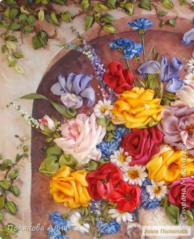 Цветы - роскошный дар Природы! Душа завяла бы без них! Нас радует надменный пурпур Розы. Нас радует неяркий цвет Иных. Иных, что, не взывая властью, Не потрясая внешней красотой, Полны очарованья и отрадно, Нас покоряют простотой. Они душевной прелестью полны и Красой незримой. И наше мнение едино, цветок Прекрасный - это Жизнь! Нонна Журавлёва -Гросс фото 5