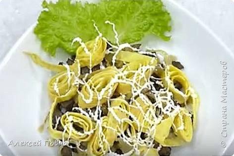 Приветствую всех гурманов! Выношу на ваш суд изящный, питательный, загадочный и очень вкусный салат на основе говяжьей печени. фото 2