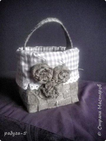 Моя первая корзиночка из мешковины....ее размер 18см х 18см, мастерила ее для пасхи, поэтому специально придела ручку... фото 1