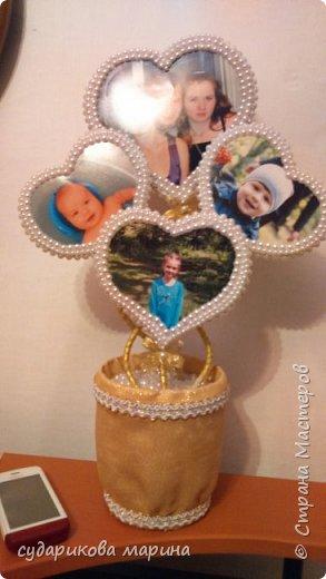 Вот такой топиарий сделала в подарок бабушке.  На фото ее внуки и правнуки))))