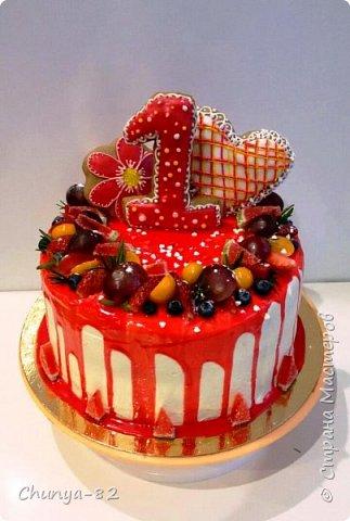 Вот такой яркий с пряничками получился у меня тортик на годовасие одной очень миленькой девчушке ))) фото 1