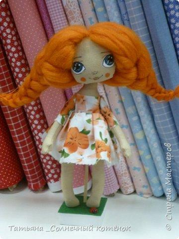 Солнечная девочка Анечка-босоногая рыжеволосая красавица  Как говорит о том преданье, Чей след теряется во мгле, Рыжеволосые созданья – Подарок солнца на земле. фото 2