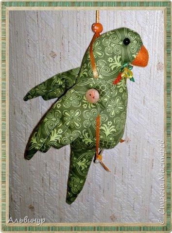 Уже длительное время увлекаюсь игрушками в стиле Тильда. Взяла выкройку вот тут http://tildas.ru/uploads/posts/2011-10/thumbs/1317633151_3.jpg  и решила рискнуть создать птичку. фото 4