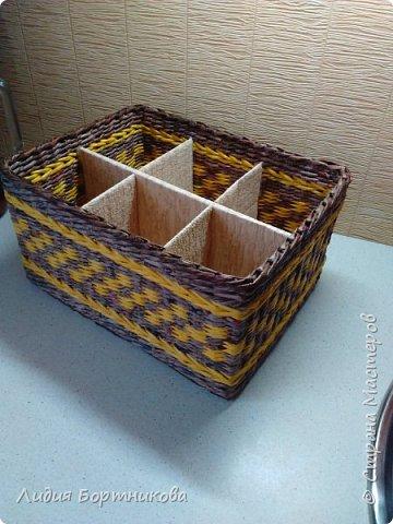 Здравствуйте жители страны мастеров.Хочу показать вам свои первые работы.Это коробка для дочкиных игрушек.Дно картон ,обклеен обоями. фото 16