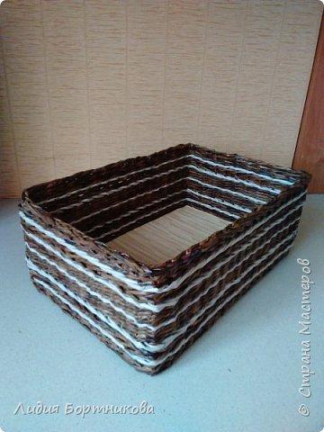 Здравствуйте жители страны мастеров.Хочу показать вам свои первые работы.Это коробка для дочкиных игрушек.Дно картон ,обклеен обоями. фото 3