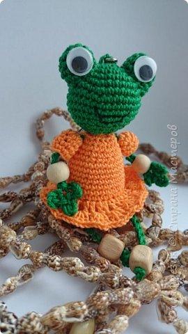 Здравствуйте, уважаемые жители Страны! Связалась у меня такая лягушечка в подарок коллеге. Спасибо автору http://stranamasterov.ru/node/724700?c=favorite фото 1