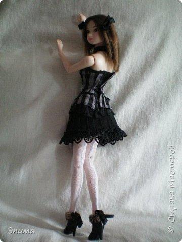 Итак, Китти продолжает наряжаться. Корсет её собственный, я просто подшила юбку под корсет и получилось платье в стиле готик лолита. фото 2