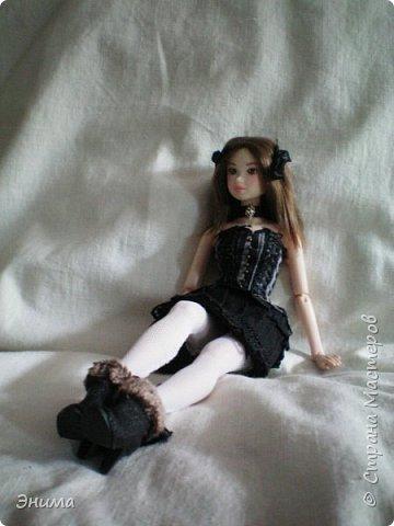 Итак, Китти продолжает наряжаться. Корсет её собственный, я просто подшила юбку под корсет и получилось платье в стиле готик лолита. фото 6