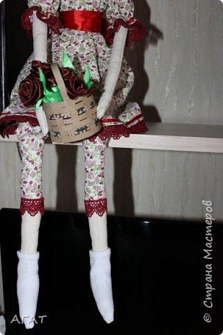 Всем - добрый день! Сшилась у меня ещё одна тильдочка, назвала её Марьяной.  Платье из бязи, корзиночка  в руках-  бумажная. Шить таких куколок - одно удовольствие. фото 3