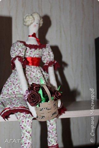 Всем - добрый день! Сшилась у меня ещё одна тильдочка, назвала её Марьяной.  Платье из бязи, корзиночка  в руках-  бумажная. Шить таких куколок - одно удовольствие. фото 8