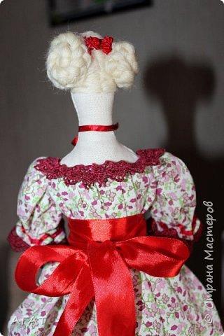 Всем - добрый день! Сшилась у меня ещё одна тильдочка, назвала её Марьяной.  Платье из бязи, корзиночка  в руках-  бумажная. Шить таких куколок - одно удовольствие. фото 5