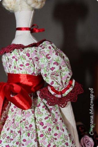 Всем - добрый день! Сшилась у меня ещё одна тильдочка, назвала её Марьяной.  Платье из бязи, корзиночка  в руках-  бумажная. Шить таких куколок - одно удовольствие. фото 6