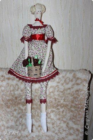 Всем - добрый день! Сшилась у меня ещё одна тильдочка, назвала её Марьяной.  Платье из бязи, корзиночка  в руках-  бумажная. Шить таких куколок - одно удовольствие. фото 2