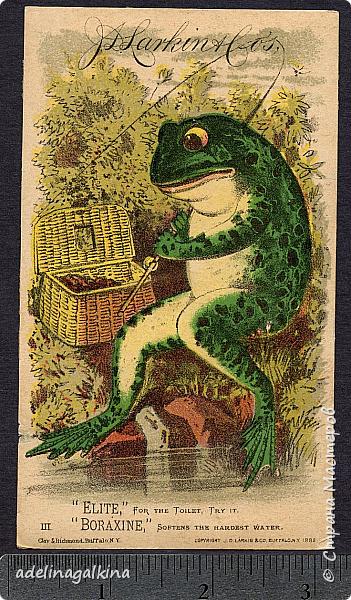 """""""На рыбалке"""" """"Клюёт?! Кажется что-то попалось..!"""" Вот ,что у меня получилось.,  Лягушка, корзинка, стволы и ветки деревьев, шнур вдоль рамки-сплетены макраме: Брюшко лягушки квадратными узлами, Остальное ковандоли Стволы и ветви репсовыми узлами.  Зелень -ниточная крошка  Камни-гильоширование фото 2"""