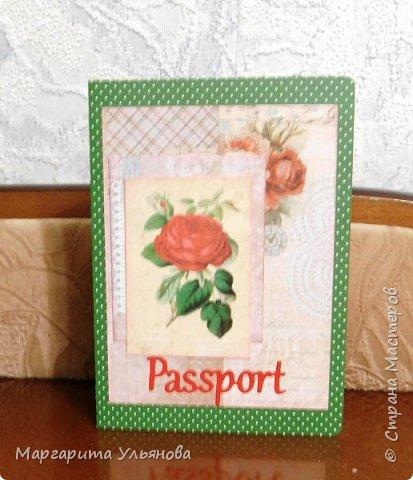 """Недавно заказали обложки на паспорта. нужна была одна, сделала как всегда больше, забрали две. Вот эта экпериментальная с элементами миксмедиа. Она у меня осталась, хотя мне лично нравится) Ножик""""Паспорт"""" от Скрапмена. Остальную вырубку покупала. фото 4"""