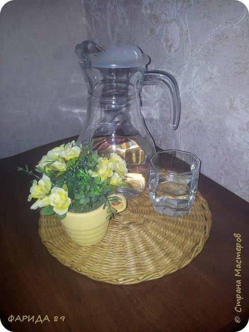 Всем привет) вот решила сплести себе салфетку, подставку или еще как ее  назвать...на тумбочку под графин со стаканом...а то изрядно надоели эти подтеки...и просто так красивее будет)))) фото 4