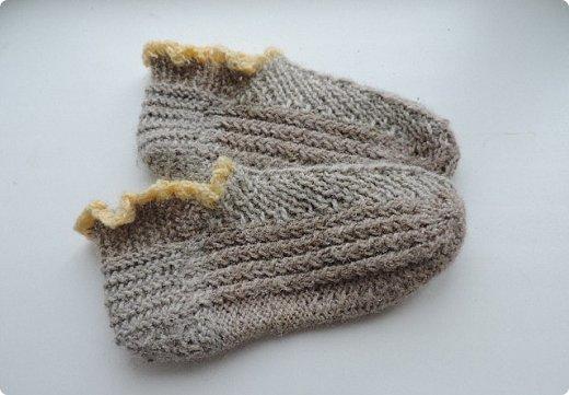 Обычно вяжу носки пятью спицами. В этом году решила попробовать другие способы. Нашла мастер класс, который мне показался понятным и взялась носочки вязать. фото 10