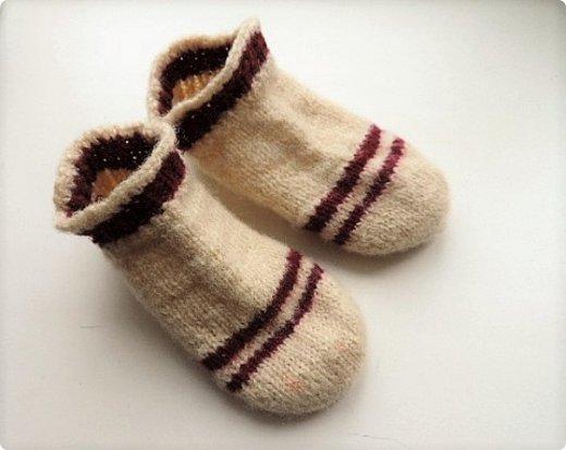 Обычно вяжу носки пятью спицами. В этом году решила попробовать другие способы. Нашла мастер класс, который мне показался понятным и взялась носочки вязать. фото 2
