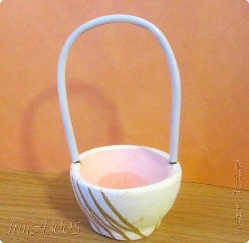 Вот такую корзиночку для пасхального яичка я слепила к празднику. фото 11