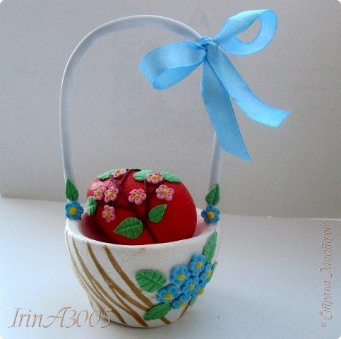 Вот такую корзиночку для пасхального яичка я слепила к празднику. фото 24