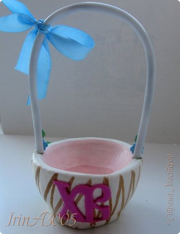 Вот такую корзиночку для пасхального яичка я слепила к празднику. фото 26